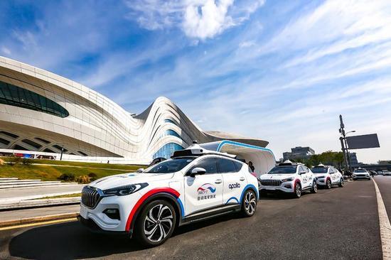 Apolloの自動運転タクシーが市民に初公開、百度のRobotaxiが加速帯へ