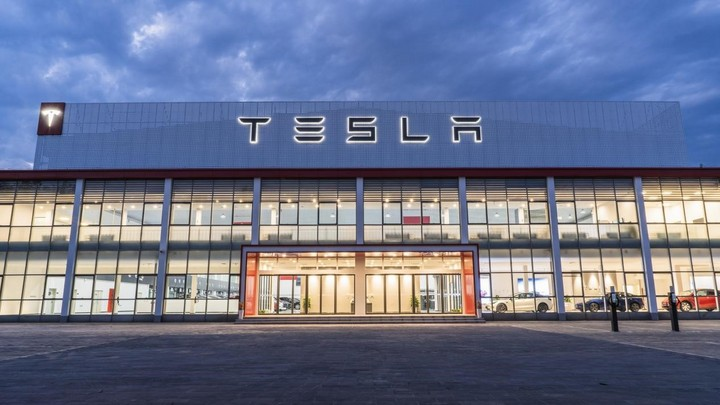 アジア最大のテスラセンターが北京に完成、同時に100台納車可能